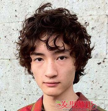 男生天生卷发适合什么发型 自来卷男生适合的发型图片图片
