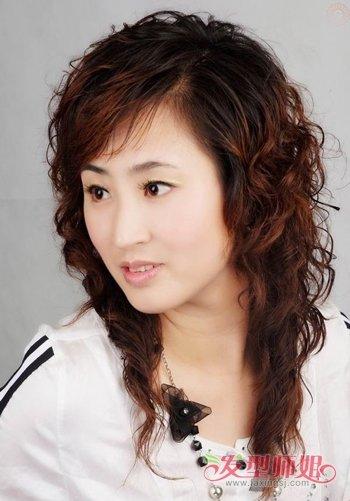 发型设计 中年发型 >> 中年胖圆脸配什么样的发型 2017圆脸中年女性