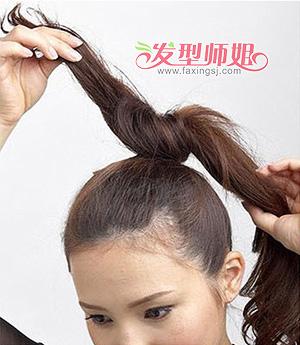 有什么适合11岁儿童扎的花苞头发型 简单清爽花苞头盘发图解(5)图片
