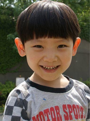 小男孩头像可爱帅萌图片全身照
