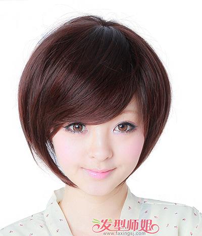 发型师姐编辑:july 分享到  圆脸女孩子斜分刘海的波波头短发发型