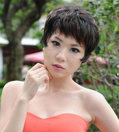 大脸斜刘海蓬松碎短发发型图片