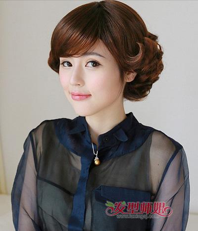 中老年女士斜分刘海卷烫短发
