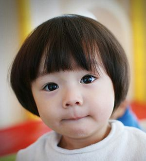 儿童蘑菇发型教程 两岁儿童蘑菇头短发发型