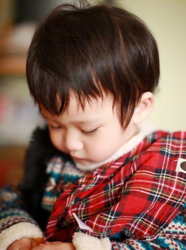 发型师姐编辑:jane 分享到  适合小男孩的发型中,两岁的可爱小孩子