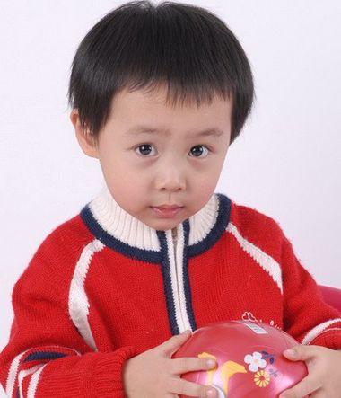 三周岁小男孩的发型 三岁男宝宝发型设计