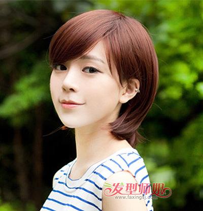 胖圆脸短直发发型图片  这款圆脸女孩斜分刘海修颜短发造型,侧分的长