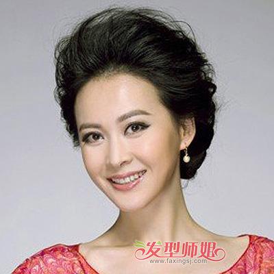 发型设计 中年发型 >> 中老年烫什么发型好 中老年女性烫发盘头发型(2