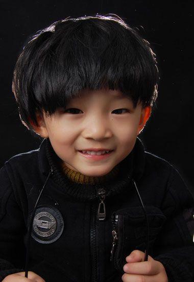 3岁男孩流行发型 3岁小男孩夏天发型
