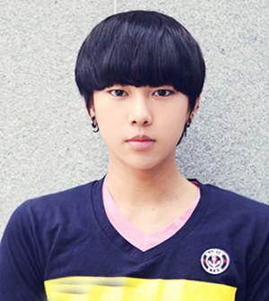 男生圆脸什么发型好看 适合初中男生圆脸的发型(2)图片