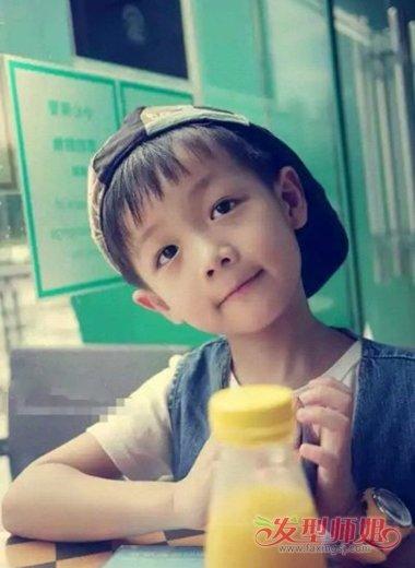 十分阳光的小男孩西瓜头发型