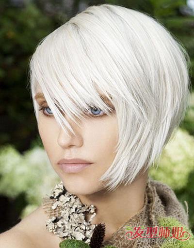 我去理发店染银白色的头发,结果理发师染了黄色然后开始漂白,飘了4次图片