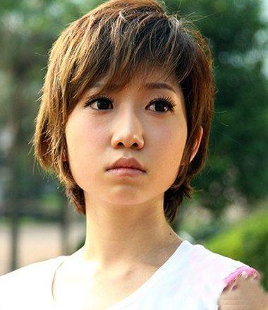 大脸女生学生适合的短发 有图片儿的女学生短发 发型师姐图片