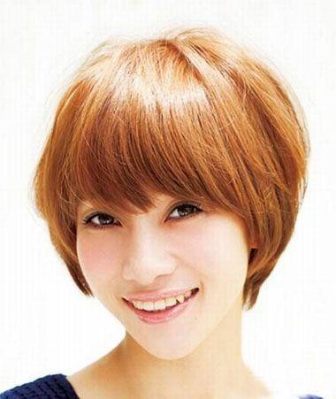 女生斜 刘海短发纹理烫发型,偏分后,保持头发的蓬松度,做 纹理烫短发图片