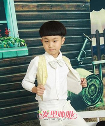 小男孩天真烂漫的呆萌气质与西瓜头的可爱俏皮天生的