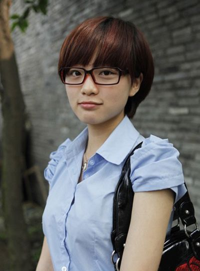 2016女学生戴眼镜短发发型图片