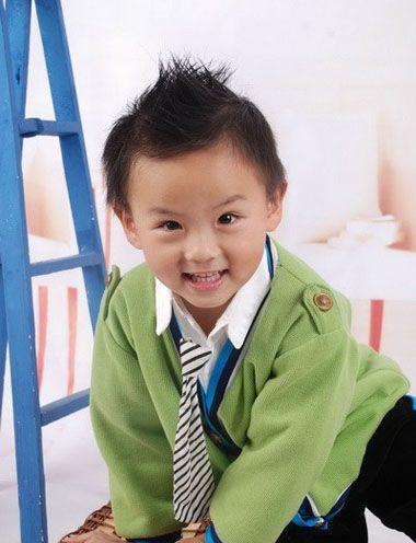 三岁小男孩洋葱头短发发型-三四岁男宝宝发型好看图片 三岁男孩发型