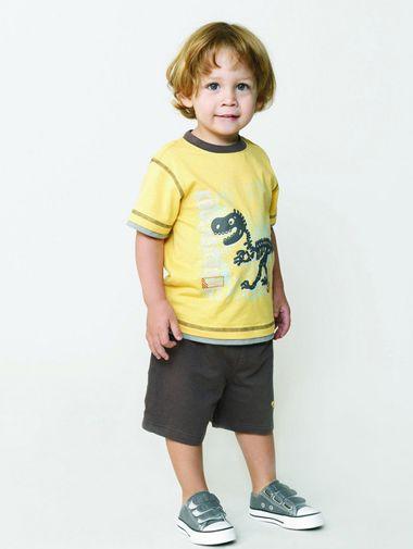 三岁小男孩中分蓬松中短发发型-三四岁男宝宝发型好看图片 三岁男孩