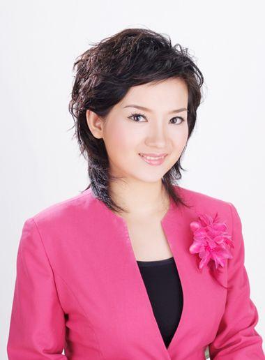 圆脸中年女性适合剪的短发 圆脸适合的中年短发图片