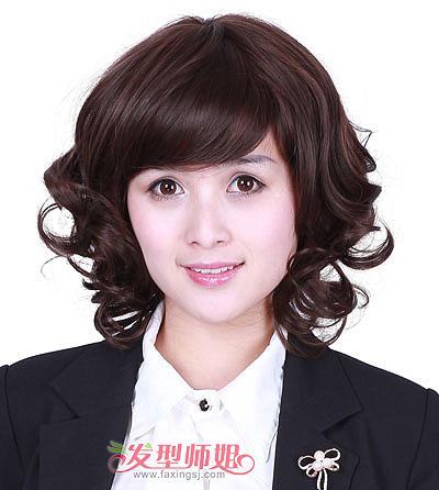 大胖脸头发少中年女士短发发型 40岁圆胖脸的女人发型图片