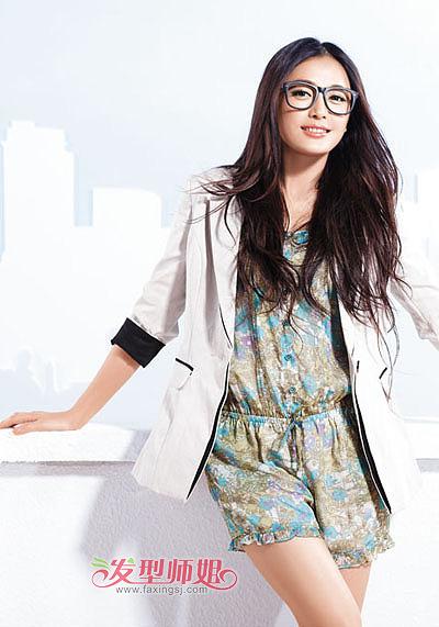 方脸戴眼镜女生中分刘海长发图片