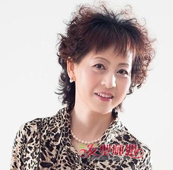 中年妇女小卷烫_女性中老年最新流行发型 适合中老年女性的短发发型(2)_发型师姐