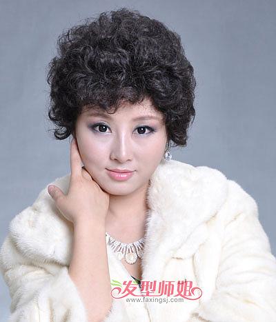 中老年女士蓬松小卷短烫发-中老年烫发发型图片 中老年短烫发发型 3