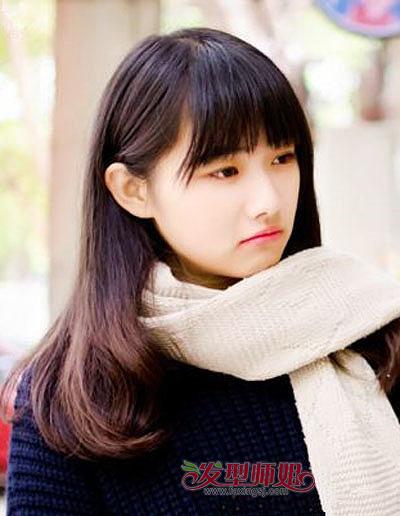 样的发型显脸小 学生梳哪个发型显脸小  长相清纯,气质恬静的女大学生图片
