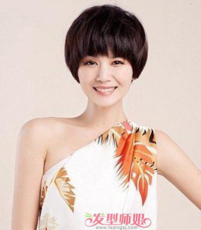非主流蘑菇头短发夏天搭配衣服