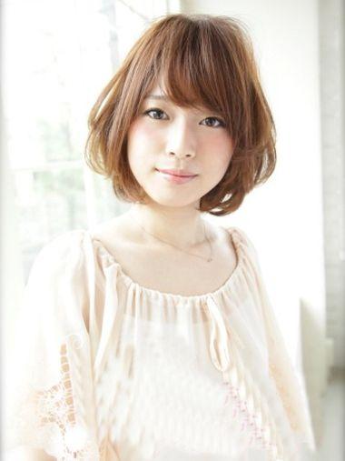 斜刘海内扣中短发波波头发型-女生短发烫发波波头图片大全 短发波波