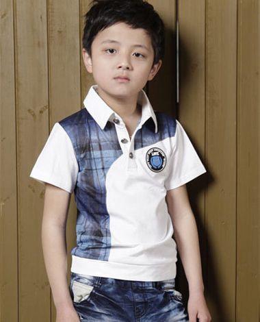 韩国小男孩斜梳 刘海,蓬松短 直发发型,很受小学生男童欢迎.