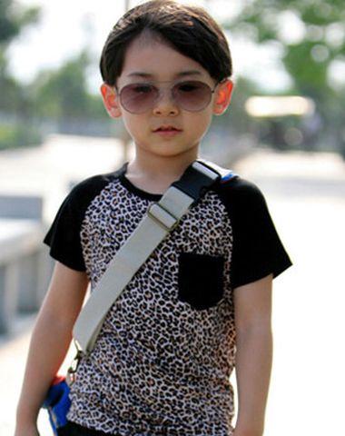 5、6岁小男孩偏梳中短发发型-5 6岁男孩有什么发型 6岁男宝宝适合的