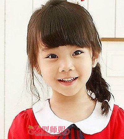 2015-06-09来源:发型师姐编辑:july 分享到  这款小女孩平刘海侧编发图片