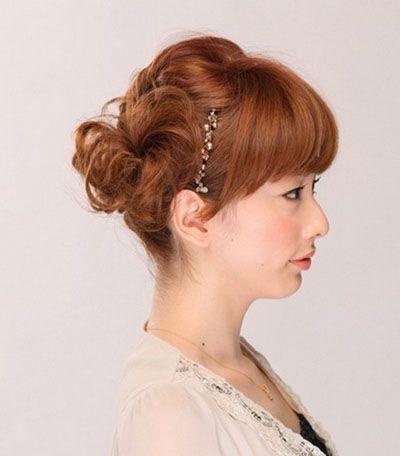 发型设计 盘发 >> 蛋卷发怎么打理 蛋卷烫发盘发教程  在 刘海后侧的