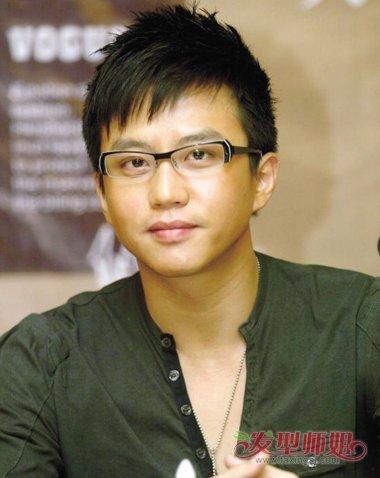 脸大戴眼镜适合什么发型 大脸戴眼镜男生绅士发型(3)