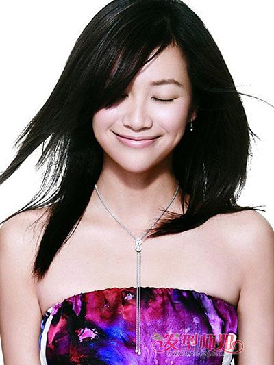 37岁小脸的女人适合什么发型 中年女士小脸型与发型的图片