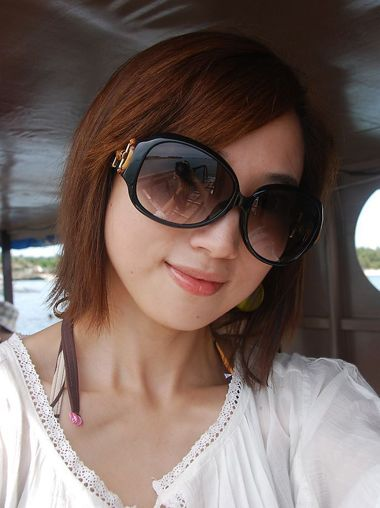 大脸戴眼镜头发少短发弄什么发型好看 大脸适合的短发图片