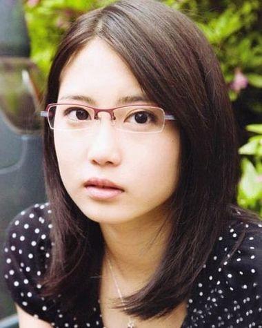 大脸戴眼镜头发少短发弄什么发型好看 大脸适合的短发发型 4