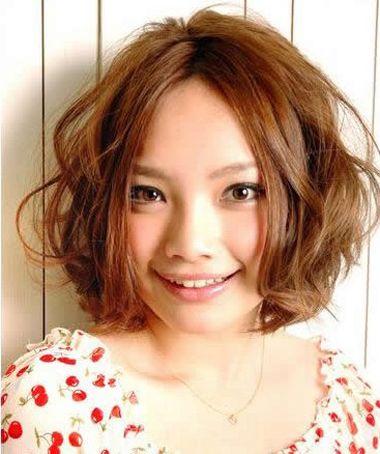 短发中分染什么颜色的头发好看 剪染日系短发发型图片