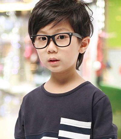 好看的小男孩发型 小男孩帅气发型(3)  这款小男孩乖巧气质的短发发型图片