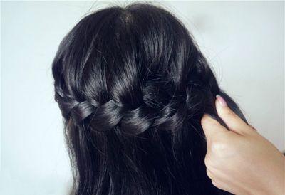 女生淑女范的中长发盘发发型图解图片