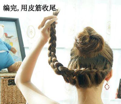 中学生盘发发型扎法 学生盘发简单发型步骤(7)