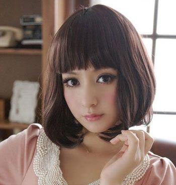 呆萌也是非主流的一种风格哟,那么天生甜美的女生将头发剪成齐肩短发