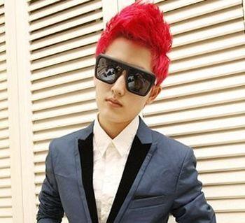 时尚酒红色染发发型