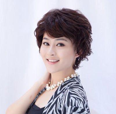 圆脸适合的发型图片老年人 光彩的老年圆胖脸的发型(4
