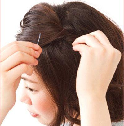 编辫子步骤图_短发怎样简单编辫子图解 简单编辫子发型_发型师姐