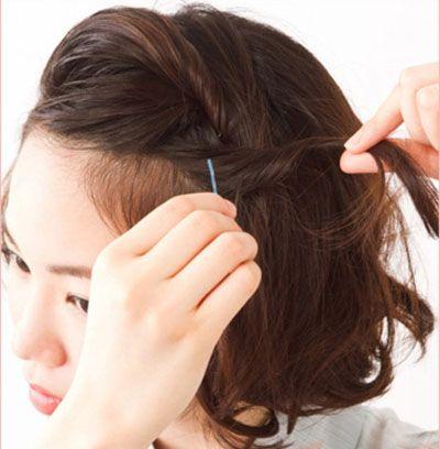 编辫子步骤图_短发怎样简单编辫子图解 简单编辫子发型(2)_发型师姐