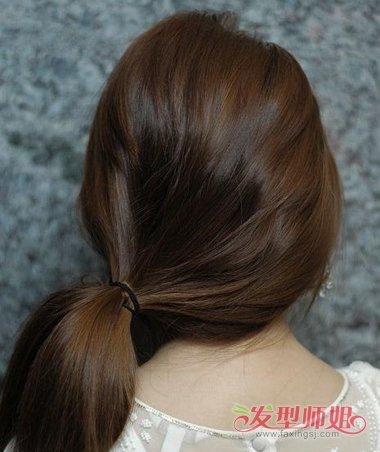 发型diy 长发扎发 >> 怎样扎鸟窝头