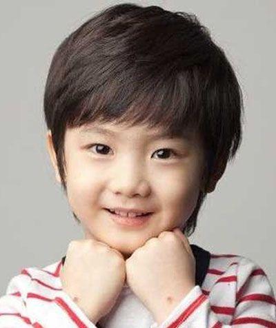 三岁小男孩乖巧气质短发发型-小男孩三岁超短发型 三岁小男孩发型图