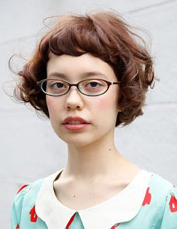 脸大戴眼镜的女生适合什么发型 大脸戴眼镜适合的短发